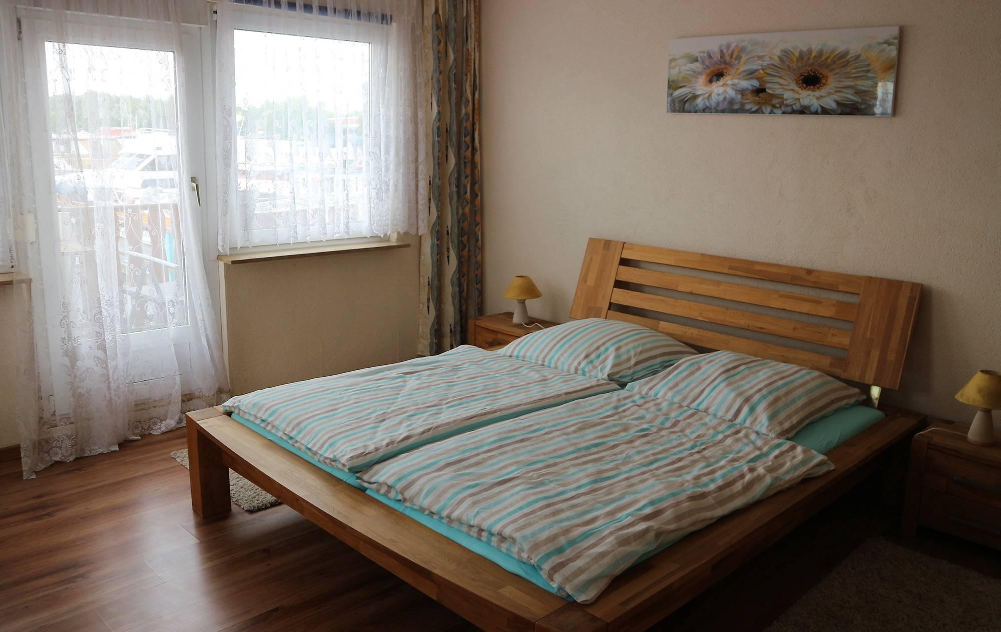 bootshaus-ditze-ferienwohnung-schlafzimmer