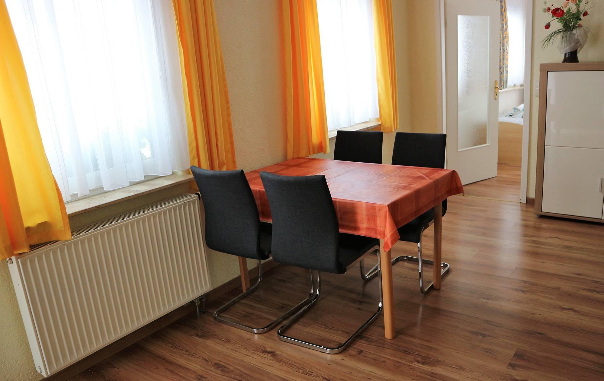 bootshaus-ditze-ferienwohnung-wohnzimmer3